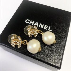 VINTAGE CHANEL Rhinestone CC Drop Peal Earings